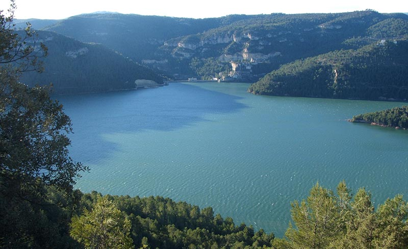 Benagéber Reservoir and summer camps in English Valencia